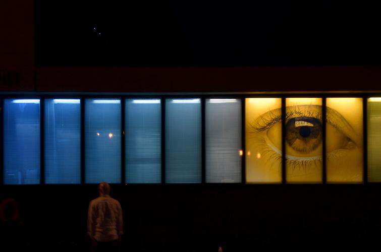 VeV / ec&uk / Façade nocturne /1% artistique collège François Mitterrand, Simiane, Marseille / 2013