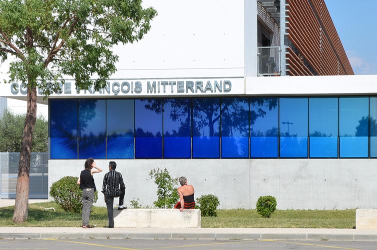 VeV / ec&uk / Façade côté entrée /1% artistique collège François Mitterrand, Simiane, Marseille / 2013