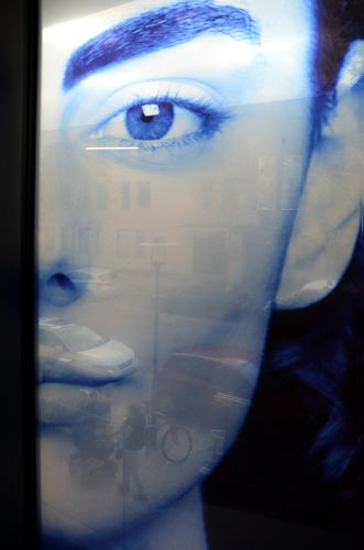Vue de l'intérieur à travers de l'image / salle de conférence 1 er étage